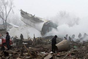 Kirgizijoje lėktuvas nukrito ant gyvenvietės: žuvo mažiausiai 37 žmonės (atnaujinta)
