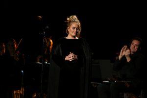 Adele patvirtino kalbas, kad ji yra ištekėjusi