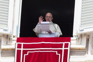 Popiežius ragina nutraukti smurtą prieš nekaltus žmones