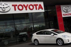 """Toyotos"" pelnas krito beveik ketvirčiu"