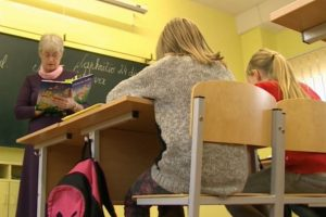 Iš emigracijos grįžę vaikai mokosi lietuvių kalbos