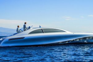 "Žydruosius vandenis jau skruodžia prabangi ""Mercedes"" jachta"