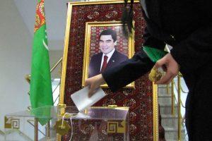 Turkmėnistano rinkimuose – tik simbolinė konkurencija