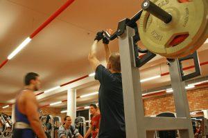 Jauną vyrą parklupdė svajonė apie raumeningą kūną: steroidai suėdė kepenis