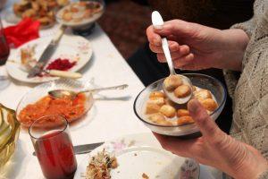 Dvylika patiekalų – į vieną skrandį