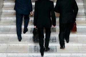 Seime – siūlymas mažinti savivaldybių tarybų rinkimų amžiaus cenzą