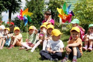 Pernai Lietuvoje įvaikinta 90 beglobių vaikų
