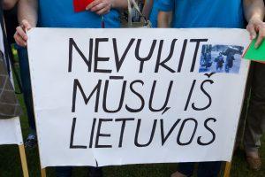 Emigruoti verčia ir juokingos algos (mažiau už mus uždirba tik rumunai ir bulgarai)
