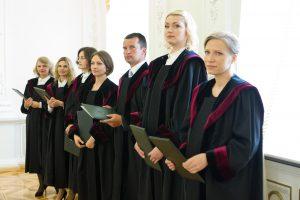 Prisiekusiems teisėjams prezidentė palinkėjo tvirtybės