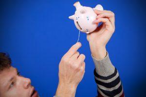 Tyrimas: lietuviai stengiasi taupyti, bet pakankamai santaupų dar neturi