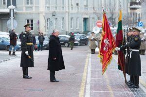 Krašto apsaugos ministras siūlo pratęsti karininkų tarnybos laiką