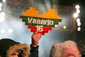 Lietuviai ruošiasi linksmai ir išradingai pasveikinti savo šalį
