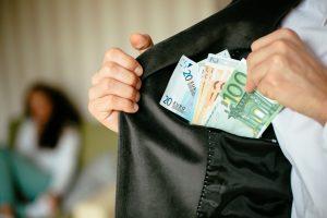 Daugėja tyrimų dėl prekybos žmonėmis, prostituciją keičia vertimas vogti