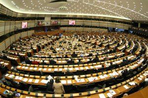ES Parlamentas ragina iki 2022 metų uždrausti naudoti herbicidą
