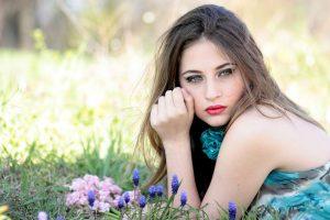 Plaukeliai ant veido: kaip veiksmingiausia kovoti?