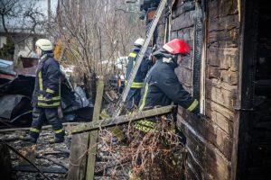 Radviliškyje padegtas medinis namas