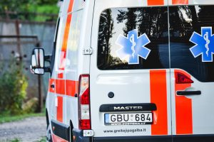 """Po BMW ir """"Renault"""" susidūrimo į ligoninę pateko vaikas"""