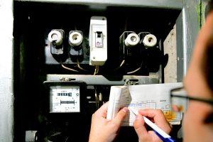 Kainų komisija: elektros kaina kitąmet turėtų mažėti