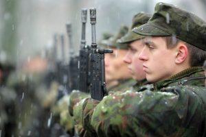 Karininkas: karo atveju būtų mobilizuota daugiau karių