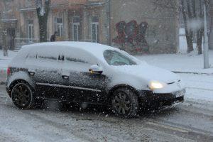 Ką žiema užklupo netikėtai: kelininkus ar vairuotojus?