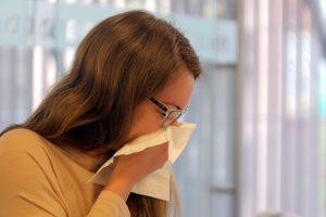Virusai plinta ne tik per kvėpavimo takus