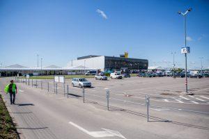 Girti keliautojai prisivirė košės ir Vilniaus, ir Kauno oro uostuose