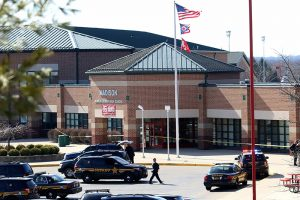 Ohajo mokykloje per šaudymą sužeisti keturi moksleiviai