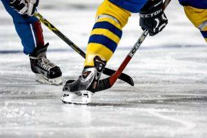 Lietuvos ledo ritulio pirmenybių lyderiai iškovojo eilines pergales