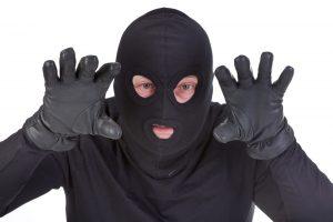 Kauno rajone kaukėti užpuolikai pagrobė pinigus