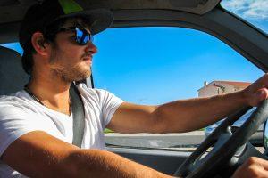 Kaip išvengti pykinimo keliaujant automobiliu
