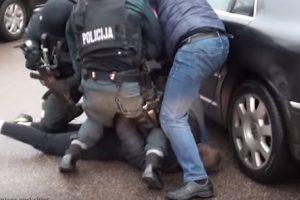Policija sulaikė narkotikų platinimu įtariamą vieviškį
