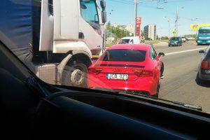 Žalgiriečio A. Kavaliausko automobilis Kaune pakliuvo į avariją