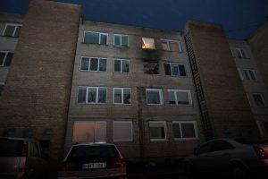 Kauno ugniagesiai paryčiais skubėjo gesinti dviejų didelių gaisrų