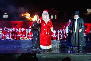 Eglutė Raudondvaryje įžiebta su įspūdingu ugnies šou