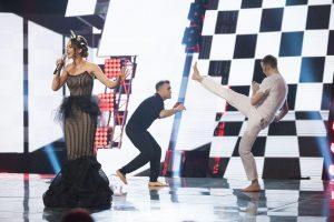 """""""Eurovizijos"""" scenoje – kovų menai, dūžtantys stiklai ir pieštos ašaros"""