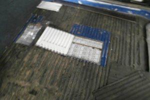 Automobilio dugne – 2,3 tūkst. kontrabandinių cigarečių