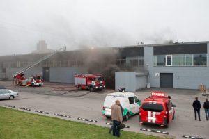 Kaune – gaisras buvusios radijo gamyklos teritorijoje