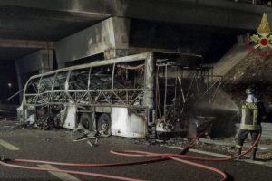 Per autobuso avariją Italijoje žuvo mažiausiai 16 žmonių (papildyta)