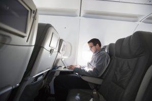 JAV ir Europa nedraus įsinešti kompiuterių į lėktuvus?