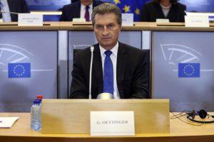 """Vokietijos eurokomisaras abejoja, kad """"Brexit"""" įvyks"""