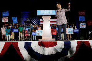 M. Obama: tik viena H. Clinton turi užimti prezidento postą