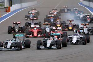 """Žiniasklaidos bendrovė perka """"Formulės 1"""" lenktynių verslą"""