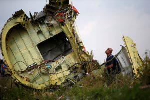 """""""Malaysia Airlines"""" susitarė su Ukrainoje numušto lėktuvo aukų šeima"""