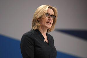 Britanijos kompanijos turės skelbti duomenis apie įdarbintus užsieniečius?