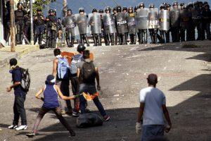 Venesuelos opozicija ginčija vyriausybės dialogo planą