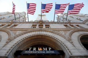 Vašingtone prie D. Trumpo viešbučio bandė susideginti vyras