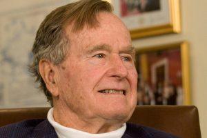 JAV eksprezidentas G. H. W. Bushas ir jo žmona pateko į ligoninę