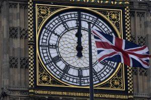 """Lordų Rūmai gali atitolinti """"Brexit"""" procesą"""