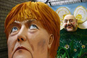 """M. Schulzas pradeda """"socialpopulistinę"""" ataką prieš A. Merkel"""