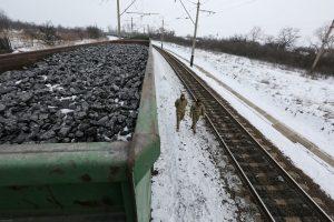 Ukraina sulaikė prekybą su separatistiniais regionais blokuojančius aktyvistus